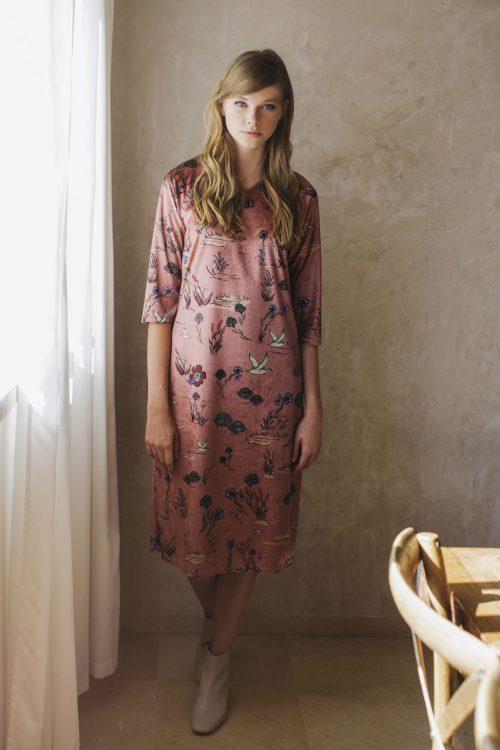 שמלות חורף צנועות סטודיו שחרית